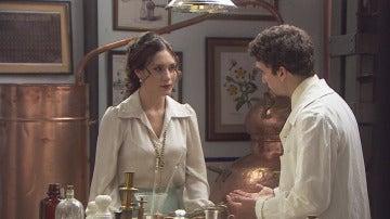 Elías ofrece ayuda a Camila para su plan de escape