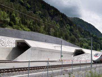 Vista de la entrada del nuevo túnel ferroviario de base de San Gotardo