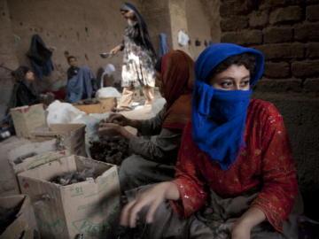 Mujeres afganas trabajando