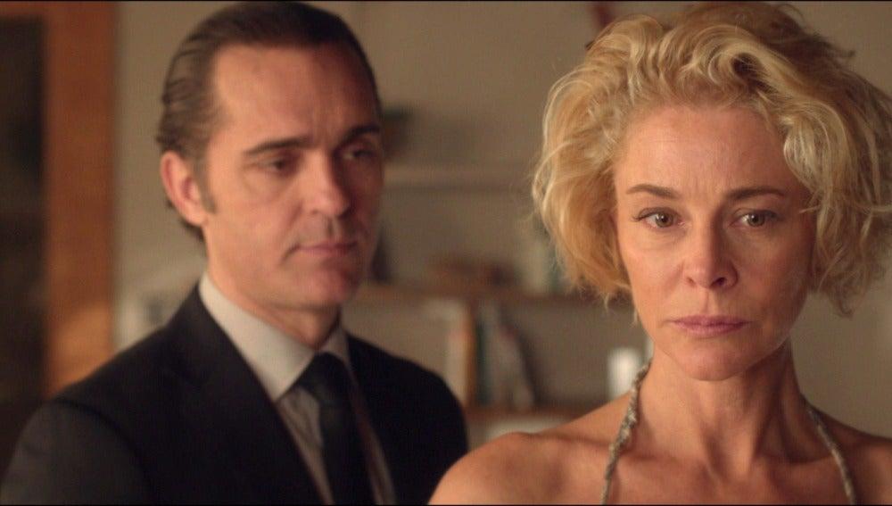¿Ha descubierto Villar lo que esconden Claudia y Carlos?