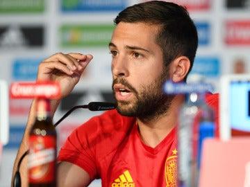 Jordi Alba, molesto con la prensa tras las declaraciones de Pedro