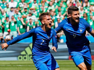 Griezmann celebra un gol ante Irlanda