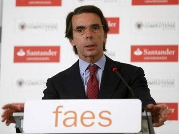 """Aznar destaca la """"solidez"""" del PP y ve una """"buena noticia"""" que el PSOE haya evitado el 'sorpasso'"""