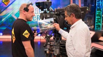 El regalo que Revilla traía para Pablo Motos, pero que acabó en manos de un cámara del programa