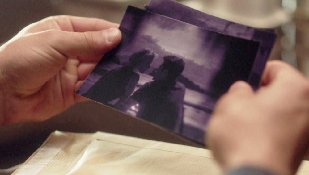 Villar amenaza a Carlos con sacar sus fotos con Claudia a la luz