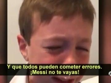 """Las lágrimas de un niño: """"Messi quédate, todos cometemos errores"""""""