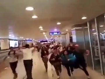 Un grupo de españoles se escondió en los conductos de ventilación del aeropuerto durante el atentado