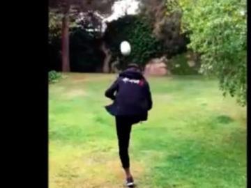 Neymar destroza un dron de un pelotazo