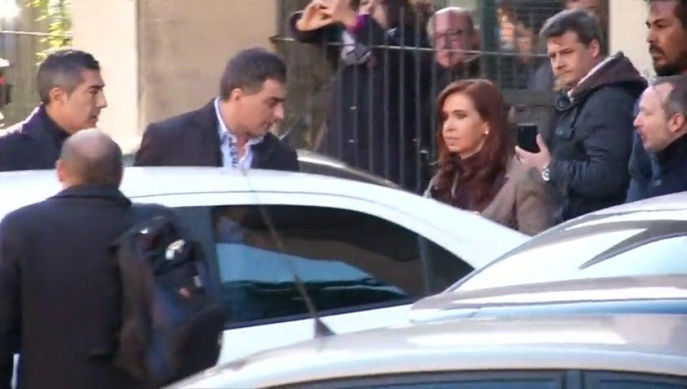 Frame 33.59092 de: Cristina Fernández de Kirchner denuncia persecución judicial tras el embargo de sus bienes