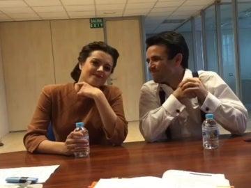 """Los actores de 'El secreto de Puente Viejo' se """"vuelven locos"""" por protagonizar los divertidos vídeos de Adriana Torrebejano y Raúl Peña"""