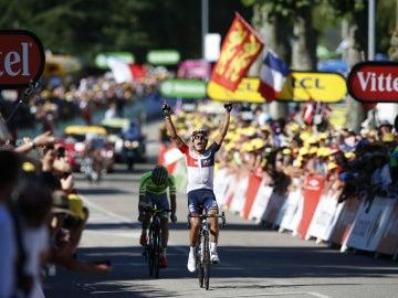 Pantano celebra su triunfo de etapa