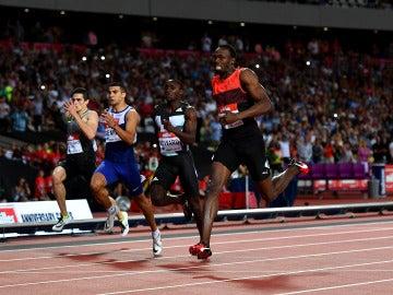 Bolt domina la serie con Hortelano en la calle 8