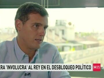 Aluvión de críticas a Rivera por tratar de involucrar al Rey en la investidura