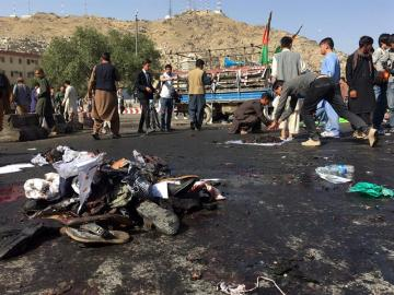 Decenas de muertos en un atentado suicida en Kabul asumido por Daesh