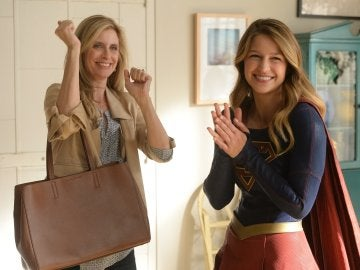 Llega de visita la madre de Kara y Alex