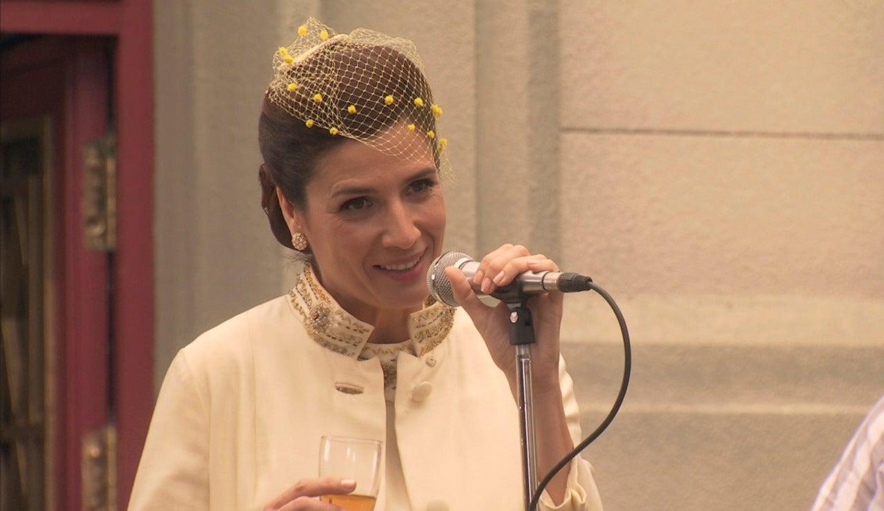 ¿Qué les dice Adela a Tomás y Sofía en la boda?