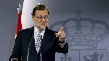 """Mariano Rajoy confirma que se someterá a la investidura: """"Intentaré formar Gobierno, pero no depende sólo de mí"""""""