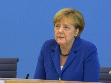 """Merkel: """"Los atentados no modificarán la acogida de refugiados"""""""