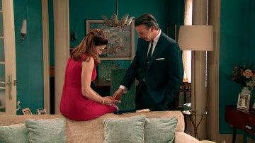 ¿Qué le confiesa Adela a Tomás?