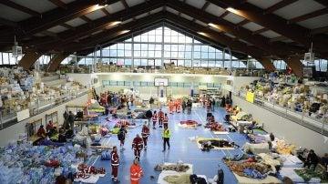 Las víctimas del terremoto en Amatrice se preparan para pasar su segunda noche después de perder sus casas