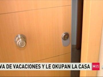 Una vecina de El Molar vuelve de vacaciones y se encuentra a una familia de okupas viviendo en su casa