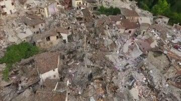 La destrucción del terremoto de Italia, a vista de dron