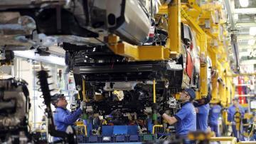 La economía española registró un crecimiento trimestral del 0,8 % entre abril y junio de este año, igual que en los tres trimestres precedentes y una décima más que el avance publicado por el propio INE.