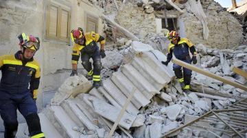 Suben a 267 los muertos por el devastador terremoto de Italia