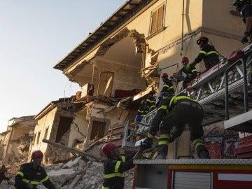Tareas de rescate en Italia