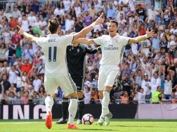 Bale y Cristiano celebran un gol
