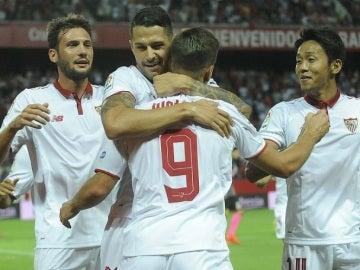 Vietto celebra un gol con el Sevilla