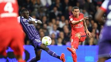 Ángel Di María dispara a puerta ante el Toulouse