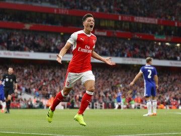 Özil celebra su gol contra el Chelsea
