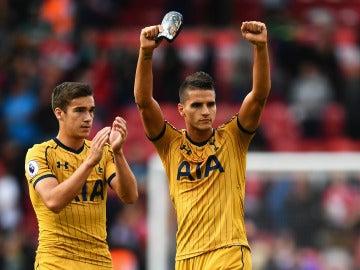 Los jugadores del Tottenham celebran su victoria contra el 'Boro'