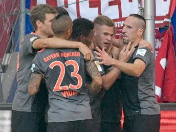 Los jugadores del Bayern, celebrando el gol ante el Hamburgo