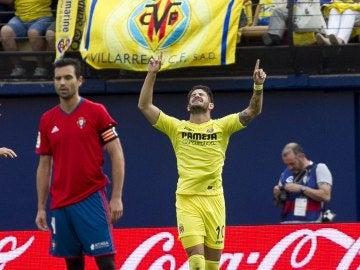 Pato celebra su gol ante el Osasuna