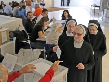 Nombres complicados, votantes de 'paz' y papeletas que no quieren entrar, las anécdotas de la jornada electoral