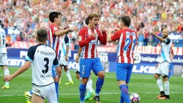 Griezmann celebra junto a sus compañeros su gol ante el Deportivo