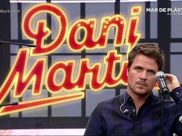 Dani Martín canta su nuevo single, 'Los Charcos', en directo para el público de 'El Hormiguero'