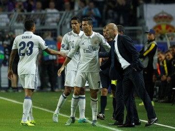 Cristiano y Zidane firman la paz: el luso celebró su gol ante el Borussia con Zizou