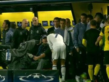 Cristiano pidió a un cámara ver la repetición de su gol anulado