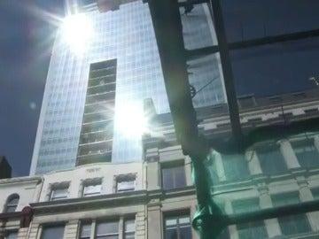 Frame 24.486419 de: La lista negra de los grandes edificios