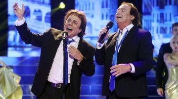 Juan Muñoz nos sorprende interpretando 'Venecia sin ti' junto al propio Dyango