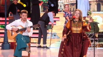 Yolanda Ramos interpreta 'Un pueblo es' como María Ostiz