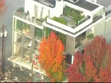 Una explosión de gas mientras un edificio estaba en llamas en Oregon deja ocho heridos