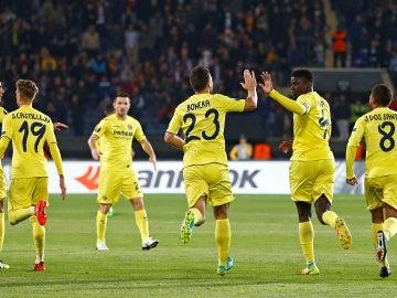 Los jugadores del Villarreal celebran el gol de N'Diaye ante el Osmanlispor