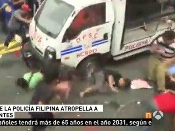 Un furgón policial atropella intencionadamente a un grupo de manifestantes en Filipinas