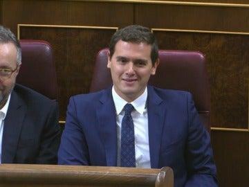 """Rivera susurra """"vaya gilipollas"""" en respuesta a una provocación de Pablo Iglesias"""