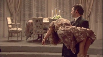 Garrigues hace que Emilia caiga rendida a sus brazos