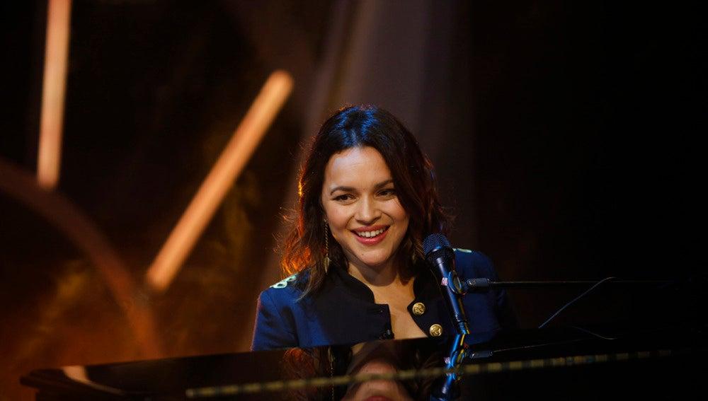 Norah Jones canta 'Carry On' en directo para el público de 'El Hormiguero 3.0'